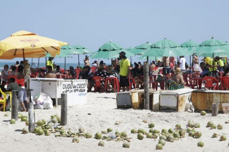 Barracas de praia podem funcionar somente até as 22h; veja o que pode e não pode durante decreto no Ceará válido até 10 de janeiro (Foto: Thais Mesquita)
