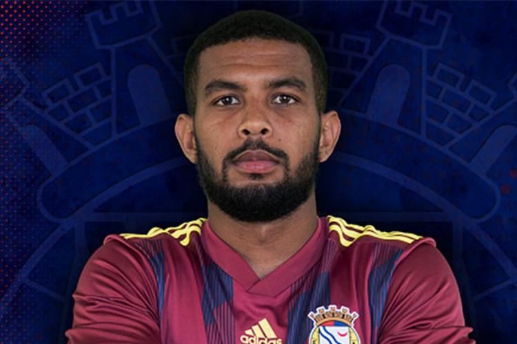 Alex Sandro dos Santos Apolinário é um jogador de futebol profissional brasileiro que joga no clube português F.C. Alverca como meio-campo ofensivo. (Foto: F.C. Alverca 2021/Direitos reservados)