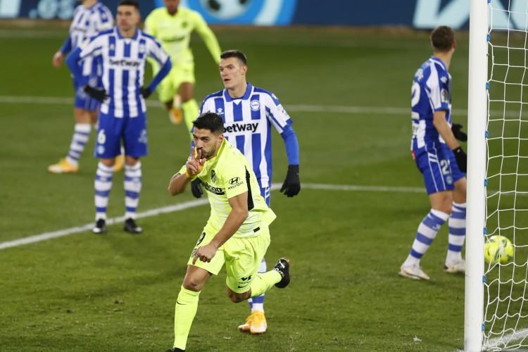Luis Suarez comemorando o segundo gol do Atlético de Madrid contra o Alavés (Foto: Divulgação Atlético de Madrid)