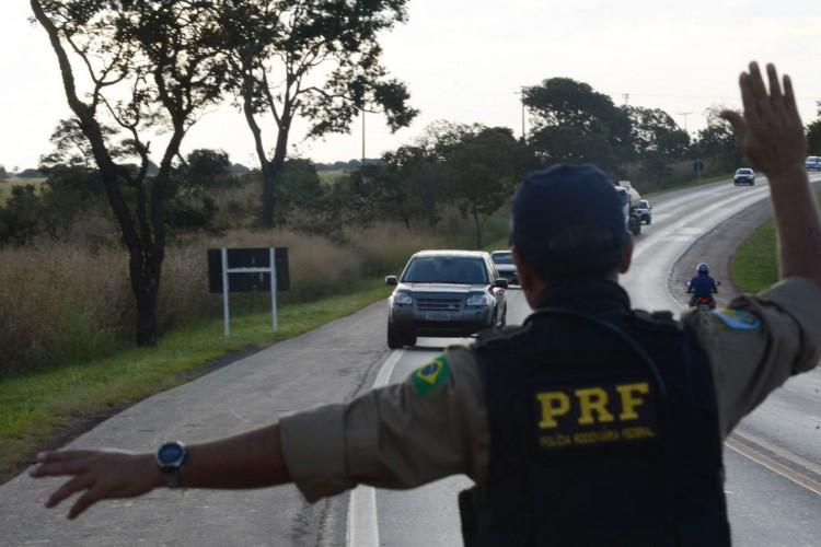 PRF intensifica fiscalização de condutas imprudentes no quilometro trinta e cinco da BR-040 (Marcello Casal Jr/Agência Brasil) (Foto: Marcello Casal Jr/Agência Brasil)