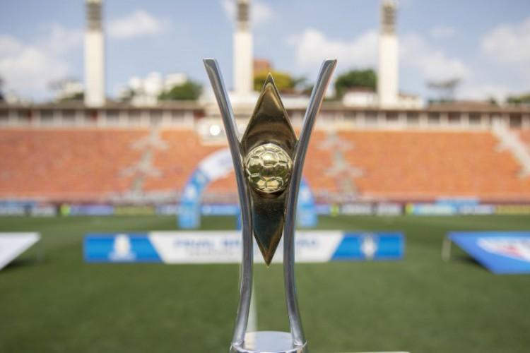 Taça do Campeonato Brasileiro Feminino Sub-18.  (Foto: Thais Magalhães/ CBF)