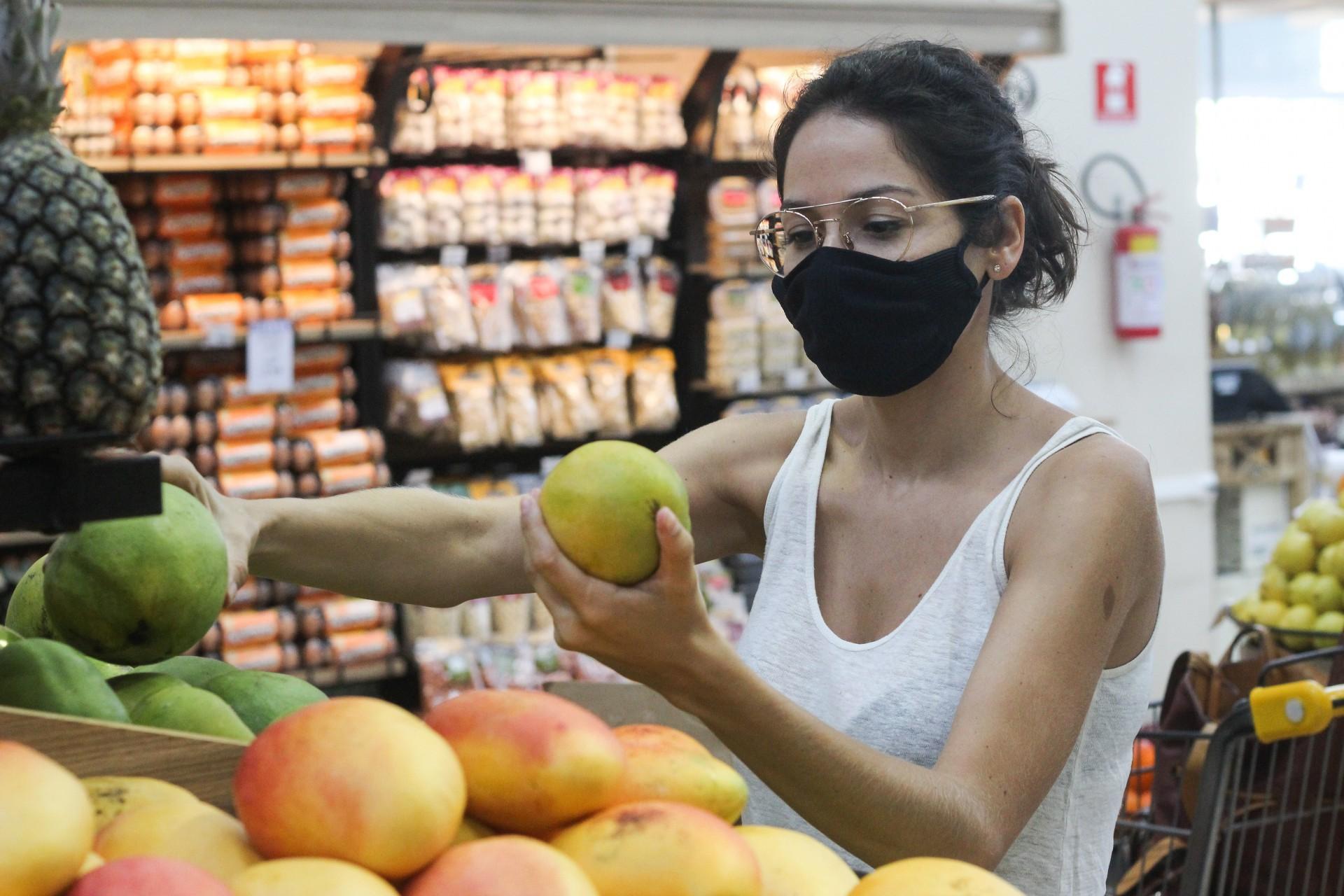 FORTALEZA, CE, Brasil. 04.01.2021: Aumento de preços de produtos em mercantis no Ceará. (Fotos: Deisa Garcêz/Especial para O Povo)