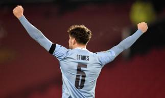John Stones marcou o primeiro gol do Manchester City diante do Manchester United