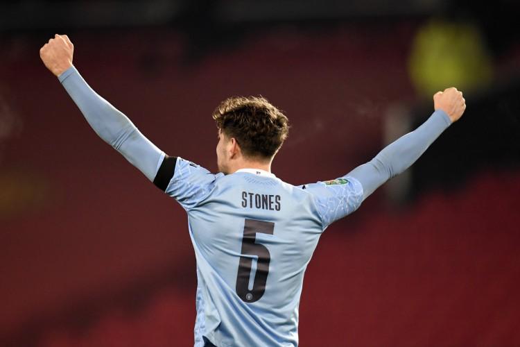 John Stones marcou o primeiro gol do Manchester City diante do Manchester United (Foto: AFP / PETER POWELL)