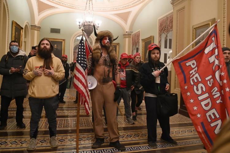Apoiadores de Trump protestam contra o resultado da vitória de Joe Biden nas eleições de novembro (Foto: Saul Loeb/ AFP)