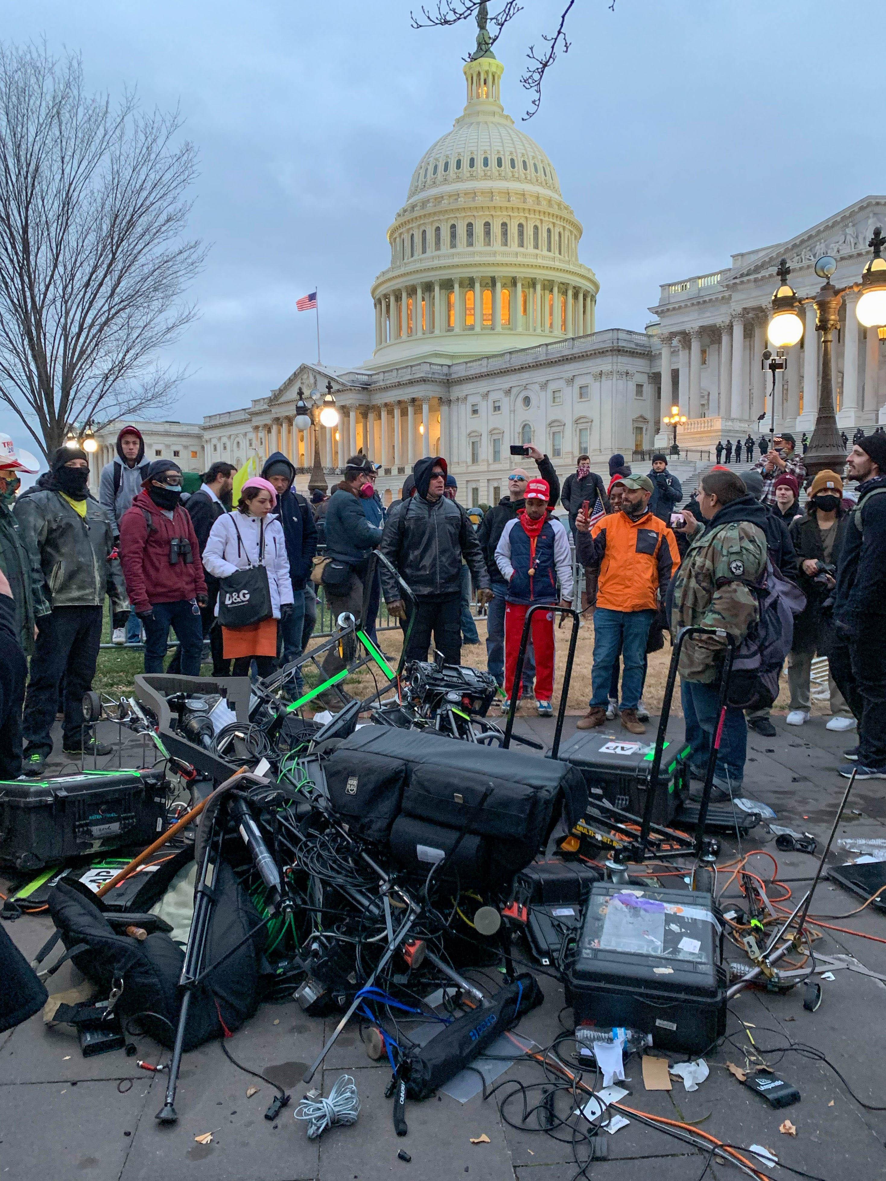 Os apoiadores de Donald Trump invadiram uma sessão do Congresso realizada nessa quarta, 6 de janeiro, para certificar a vitória de Joe Biden nas eleições (Foto de Camille CAMDESSUS / AFP)