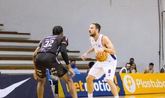 O Fortaleza Basquete Cearense venceu o Bauru pelo NBB e se classificou ao Super 8