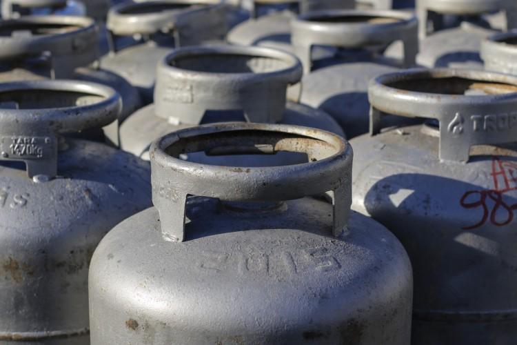 Sendo o mais caro do Nordeste, gás de cozinha no Ceará atinge patamar de R$ 110 na quinta semana de aumentos consecutivos (Foto: Barbara Moira)