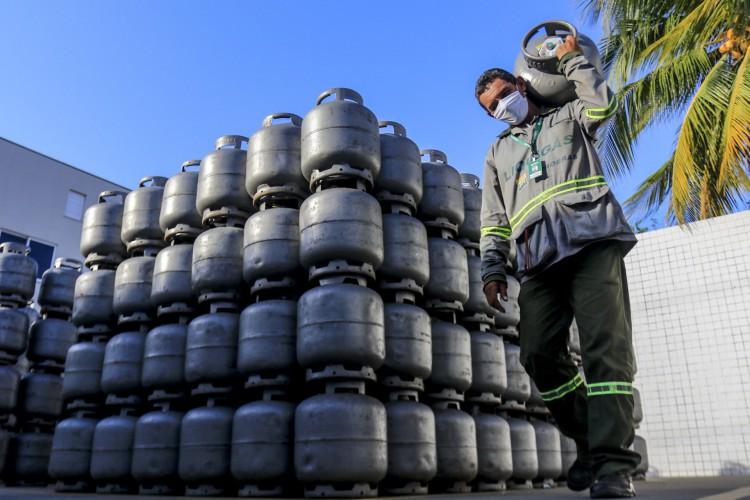 Botijão de gás de cozinha mais caro do Nordeste é comercializado no Ceará por até R$ 105 (Foto: Barbara Moira)