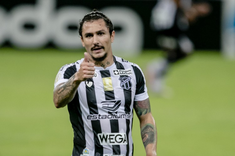 Vina é o meio-campista com mais participações diretas em gols no Brasileirão (Foto: Aurelio Alves)