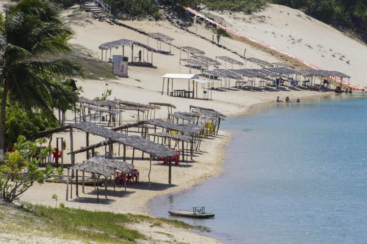 Governo anuncia projeto para reformulação e urbanização das barracas da Sabiaguaba que ficam do lado da lagoa. (Foto: Thais Mesquita/OPOVO) (Foto: Thais Mesquita)