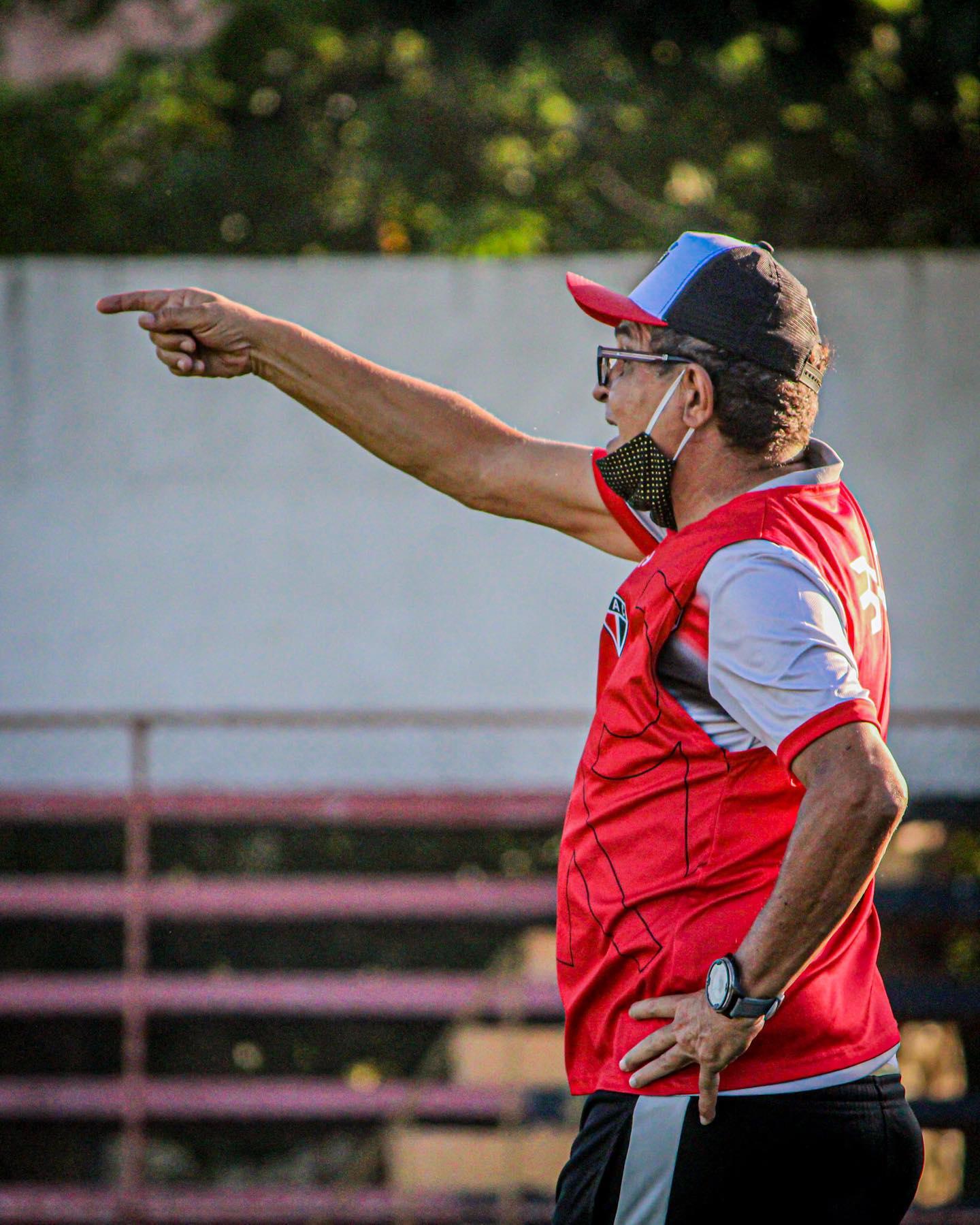 Técnico do Ferroviário, Francisco Diá prometeu time reserva, mas voltou atrás