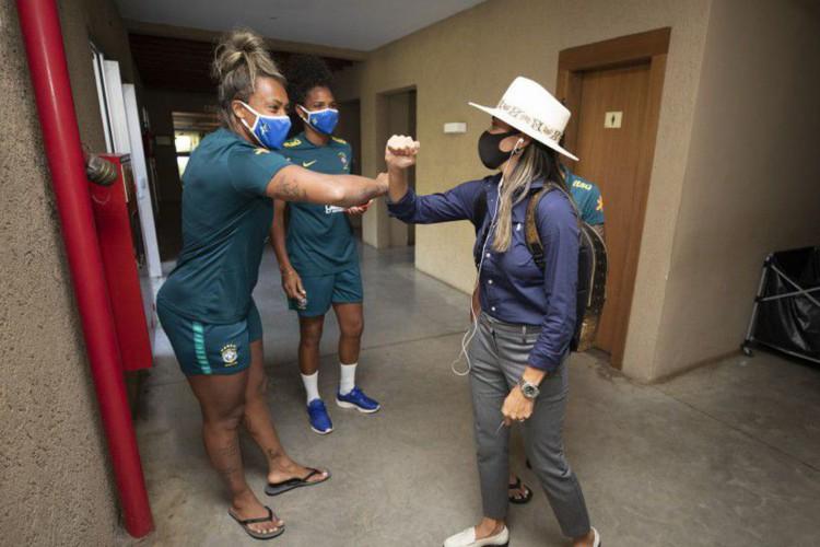 Marta se apresenta para período de treinos da seleção feminina (Foto: )