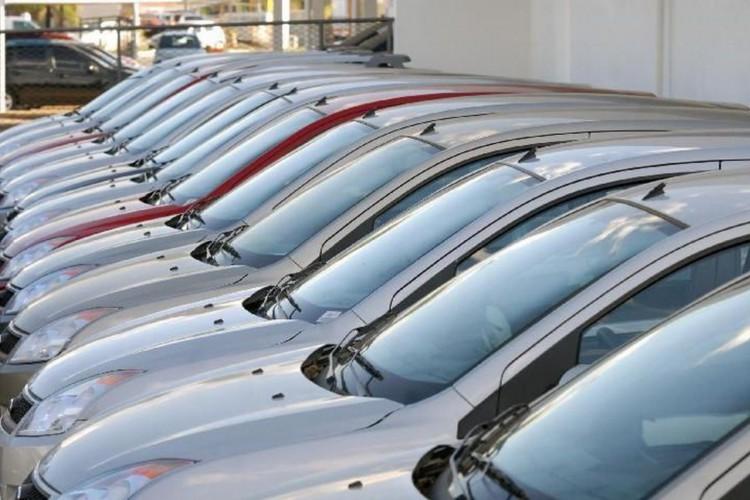 A ociosidade permanece elevada em veículos automotores (Foto: Agência Brasil)
