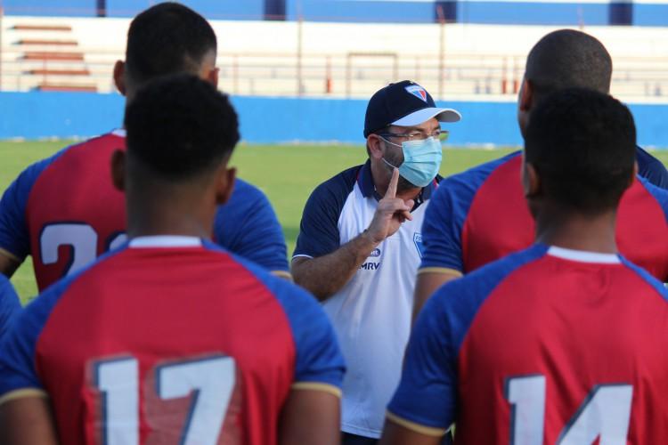 Enderson Moreira tem a missão de fazer o Fortaleza permanecer na Série A pelo terceiro ano consecutivo (Foto: Bruno Oliveira/Fortaleza EC)