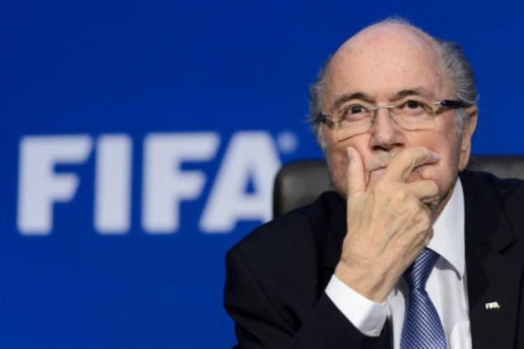 Joseph Blatter, de 84 anos, recebe cuidados médicos em hospital na Suíça (Foto: FABRICE COFFRINI / AFP           )