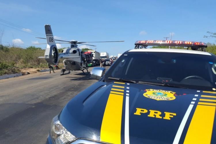 Uma Unidade de Suporte Avançado (USA) e duas do Básico (USBs) do Samu estiveram no local para atendimento às vítimas (Foto: Divulgação/Polícia Rodoviária Federal (PRF))