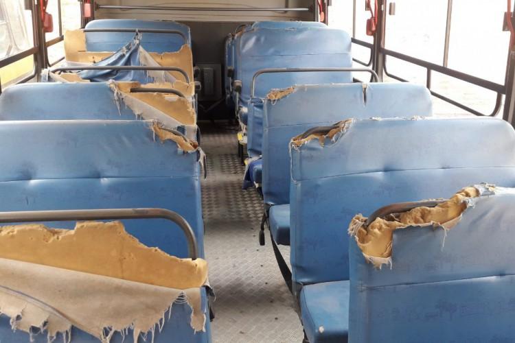 Ônibus sem bateria em Farias Brito (Foto: Reprodução)