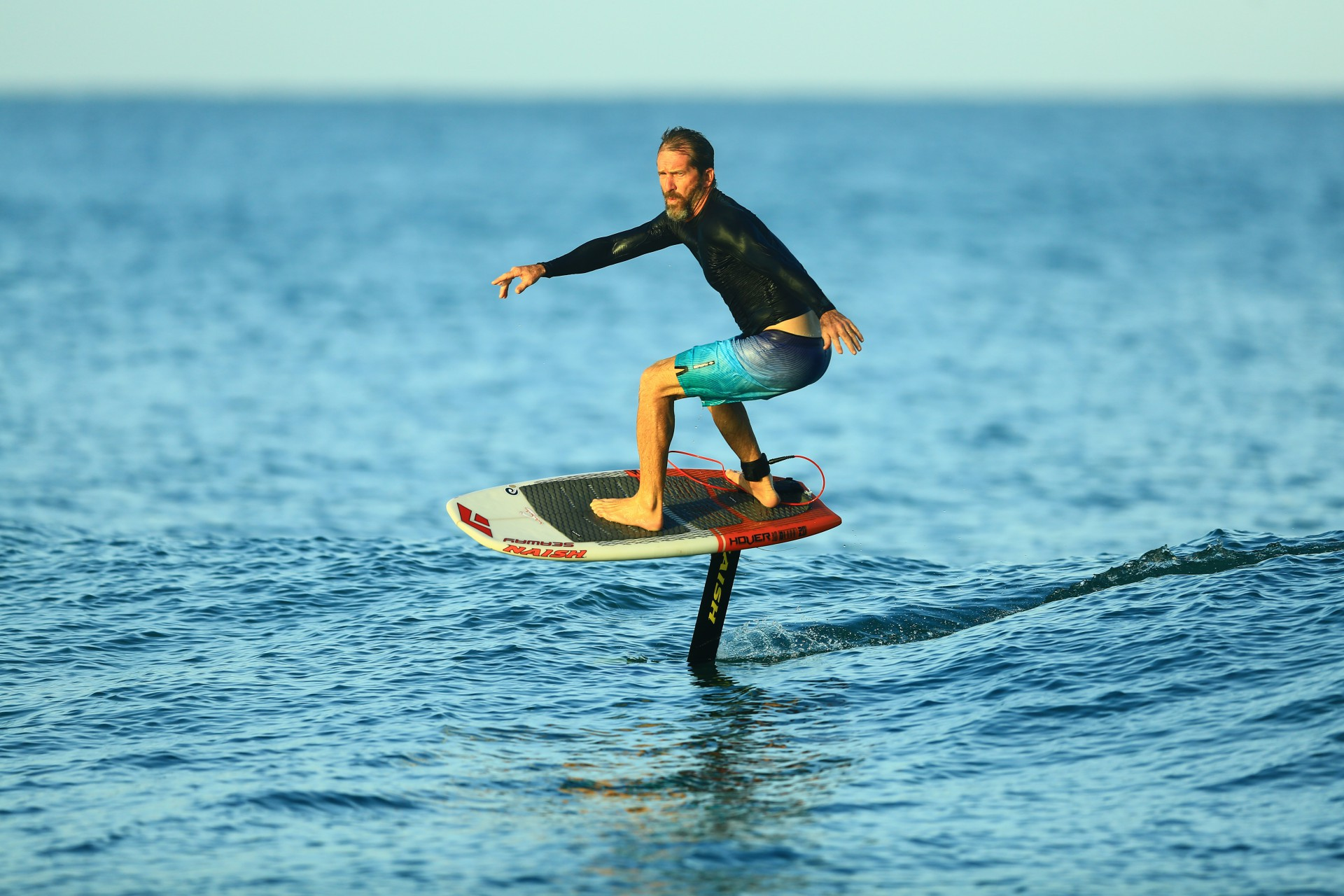 (Foto: Eliseu Souza / Divulgação)A prancha para hydrofol tem sido um dos destaques das praias cearenses. Jericoacoara, esportes radicais, surfe