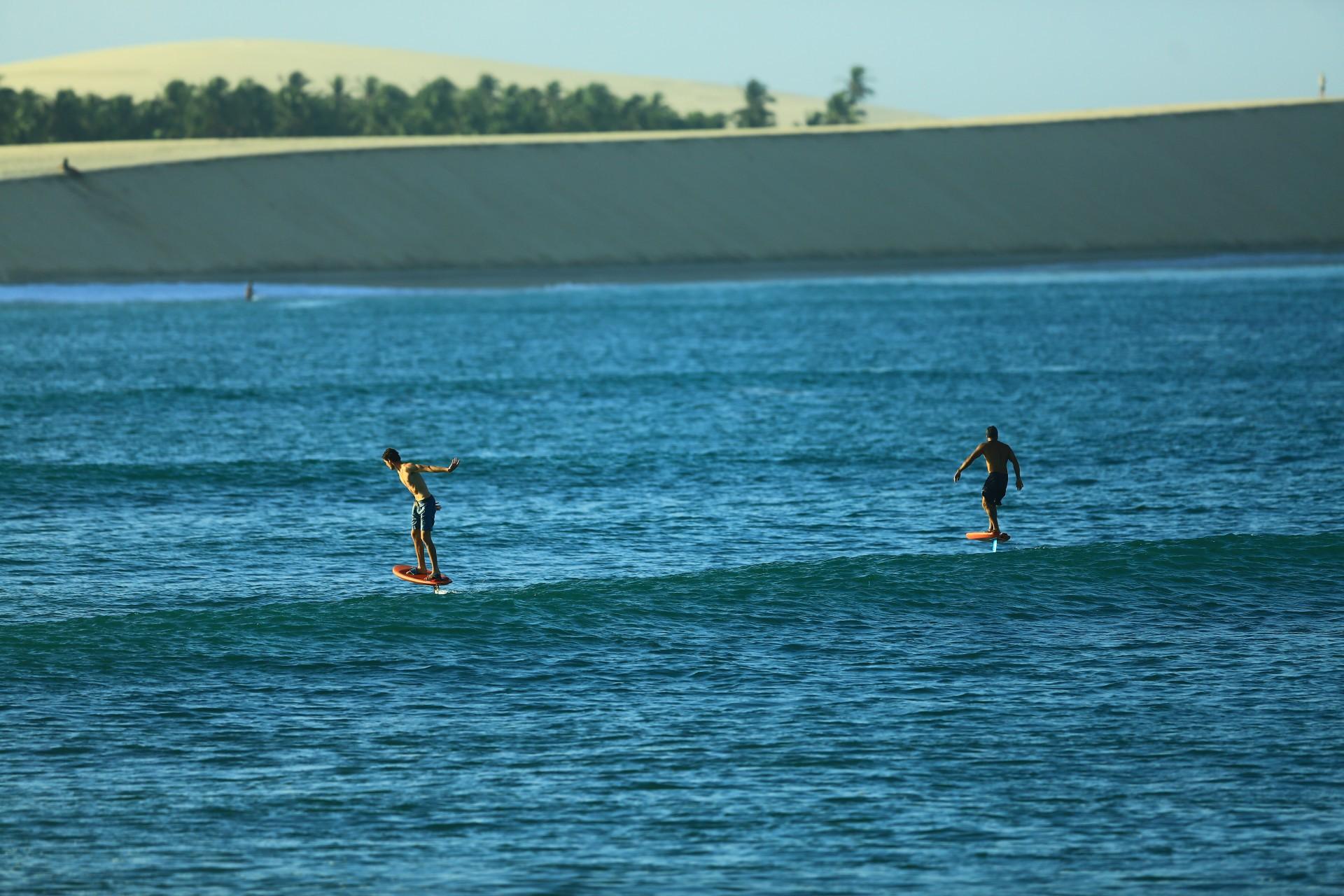 O visual paradisíaco traz um elemento a mais para os esportes de aventura no litoral cearense. Jericoacoara, esportes radicais, surfe