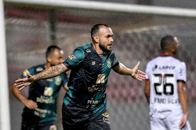 América-MG goleia o Vitória e está a dois pontos da Série A (Foto: Mourão Panda)