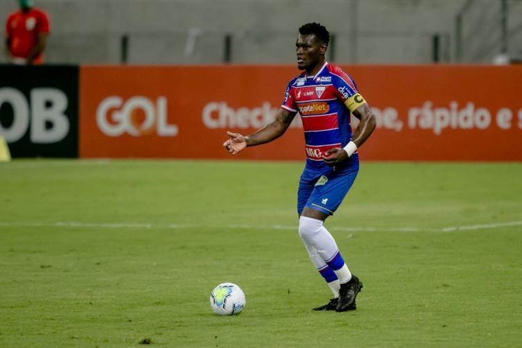 De volta após suspensão, Paulão deve reforçar a zaga do Fortaleza (Foto: Aurelio Alves)