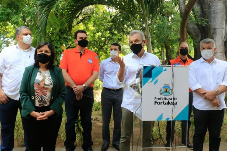 Sarto Nogueira anuncia medidas do Comitê da Quadra Chuvosa em Fortaleza (Foto: Bárbara Moira/OPOVO)