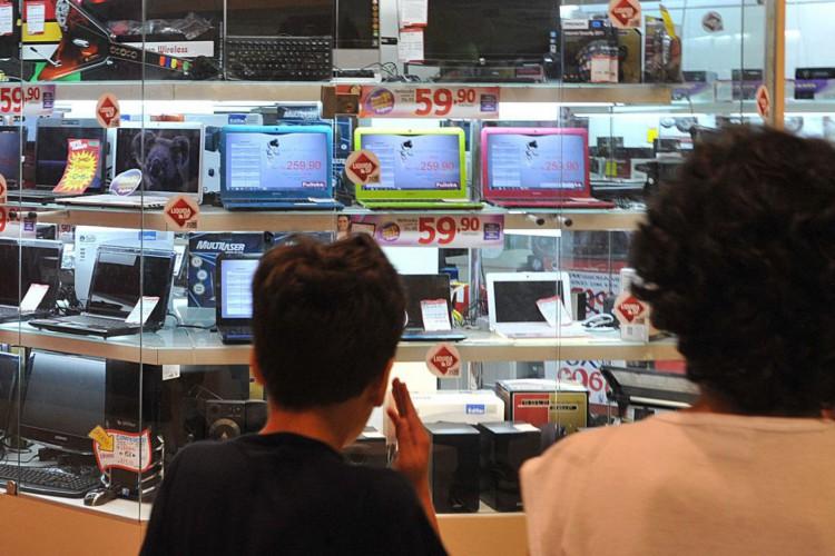 Vendas caem 10,3% na semana do Natal em São Paulo (Foto: MARCELLO CASAL JR)