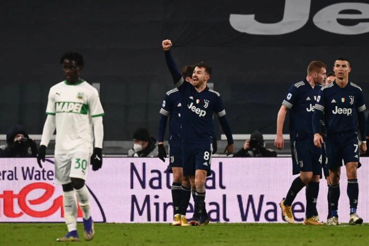 Ramsey marca seu primeiro gol na temporada, o segundo da vitória da Juventus sobre o Sassuolo (Foto: Marco Bertorello/AFP)