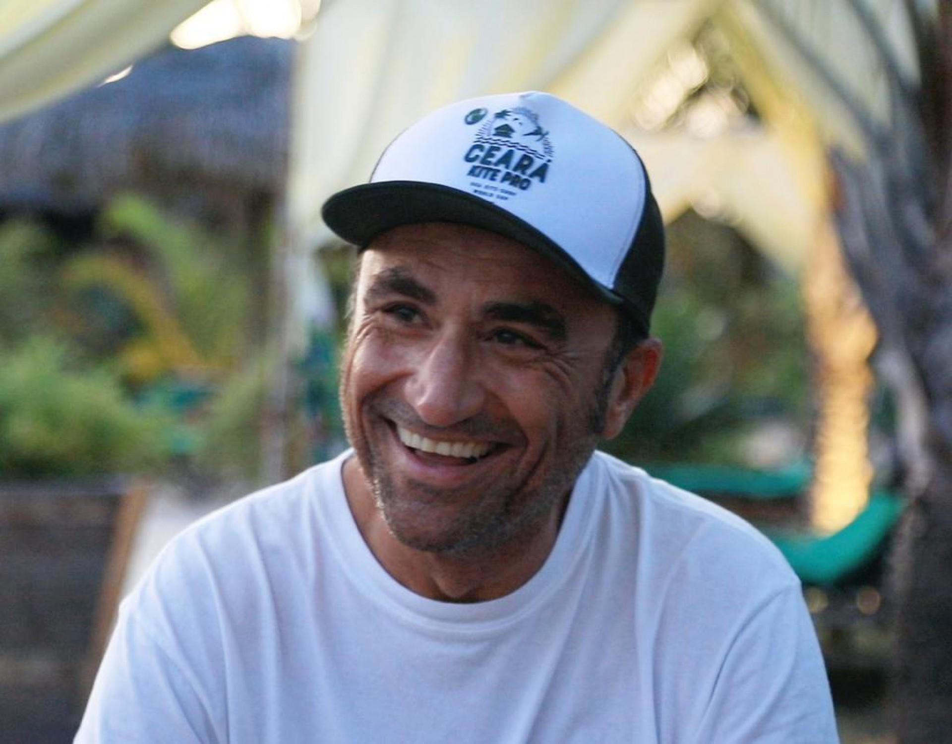 Marco Dalpozzo deixou emprego em empresa multinacional para morar em Jericoacoara, se tornou sócios de pousadas e proporciona estrutura adequada para velejadores do mundo inteiro