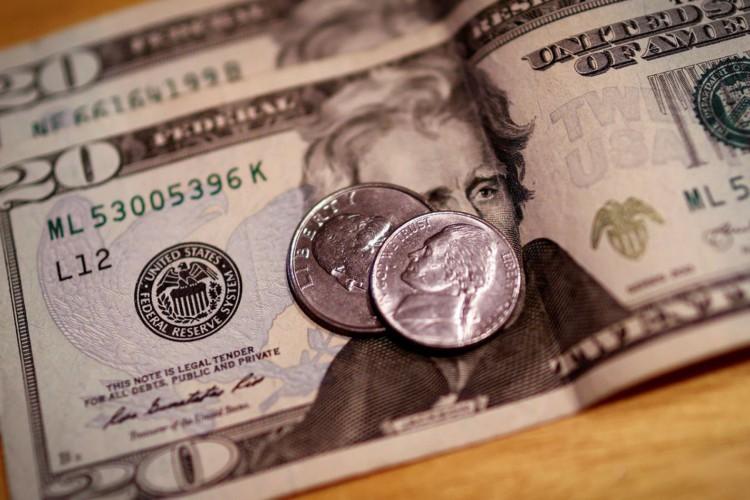 dólar (Foto: REUTERS/Mike Segar)