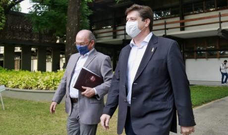 Baleia Rossi e Rodrigo Maia visitaram o Palácio da Abolição para encontro com Camilo Santana