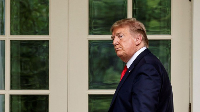 Câmara aprova impeachment de Trump