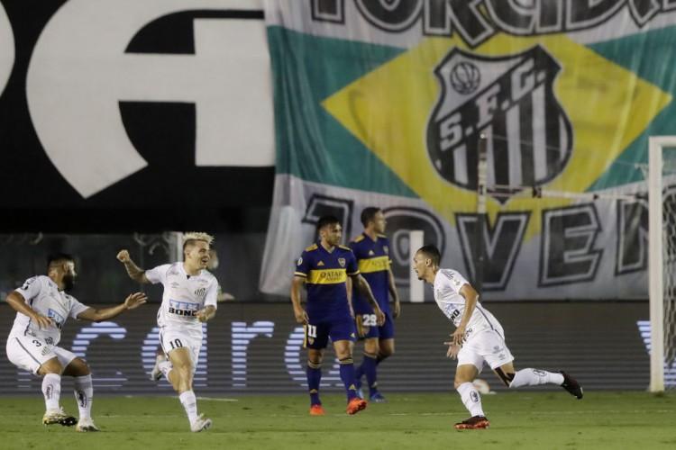 Santos atropela Boca e garante final brasileira na Libertadores (Foto: )