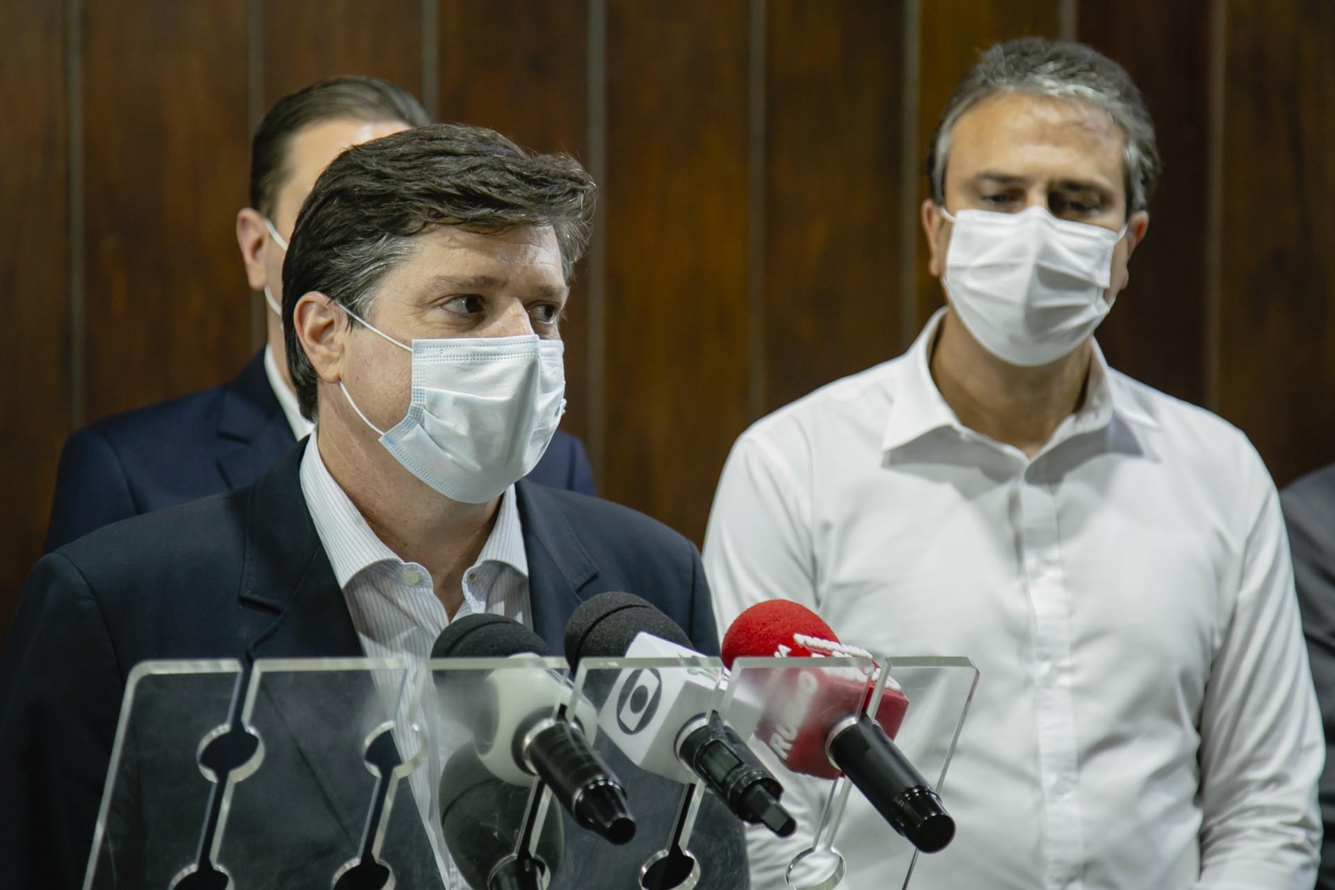 BALEIA Rossi esteve ontem com Camilo Santana e Rodrigo Maia no Palácio Abolição