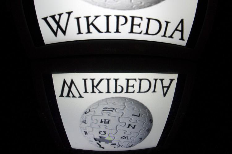 Wikipédia chega a duas décadas como um dos sites mais acessados do mundo, a frente da Netflix e do Instagram (Foto: Lionel Bonaventure/AFP)