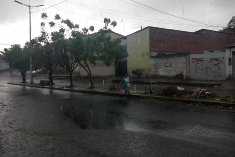 Registro de chuva em Caucaia (Foto: WhatsApp O POVO)