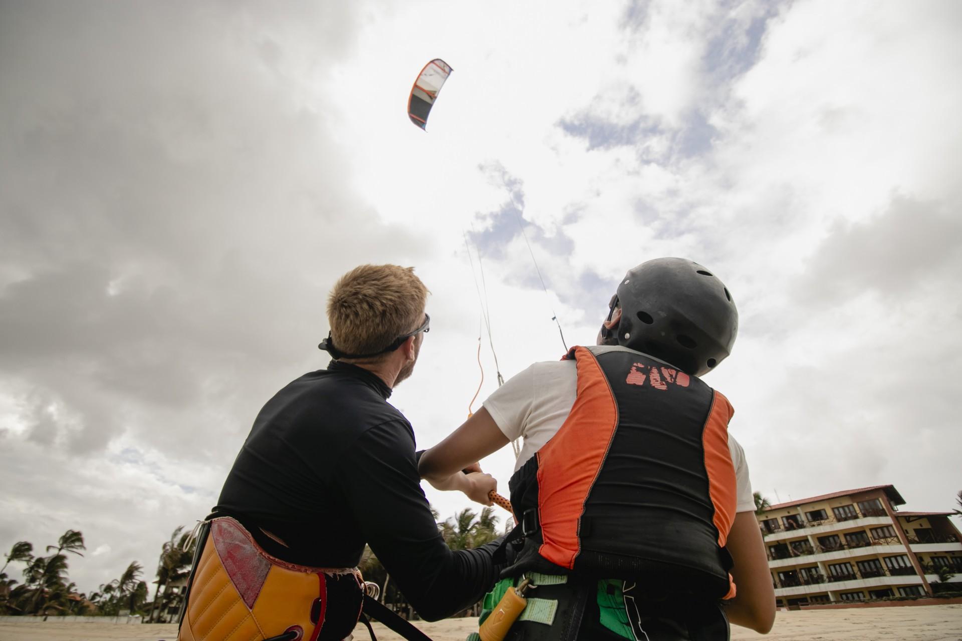 (Foto: Aurelio Alves)Janeiro 2021. Na praia do Cumbuco, em Caucaia, amantes dos esportes de aventura se reúne para a prática de esportes da água e do ar, como kitesurfe, windsurfe, wing foil