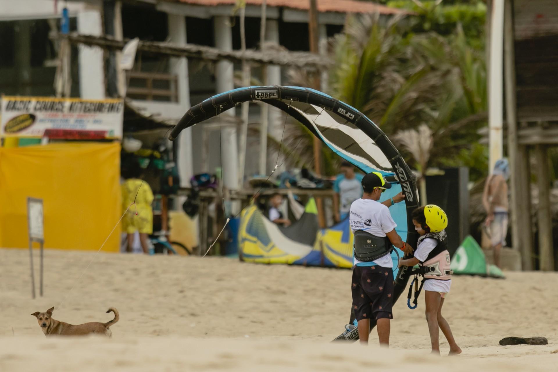(Foto: Aurelio Alves)Janeiro 2021. Escolina de kitsurf no Cumbuco