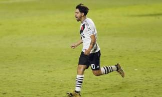Vasco de Benítez (foto) encara o Coritiba hoje, pelo Brasileirão; você pode assistir à transmissão ao vivo do jogo na TV pelo Premiere