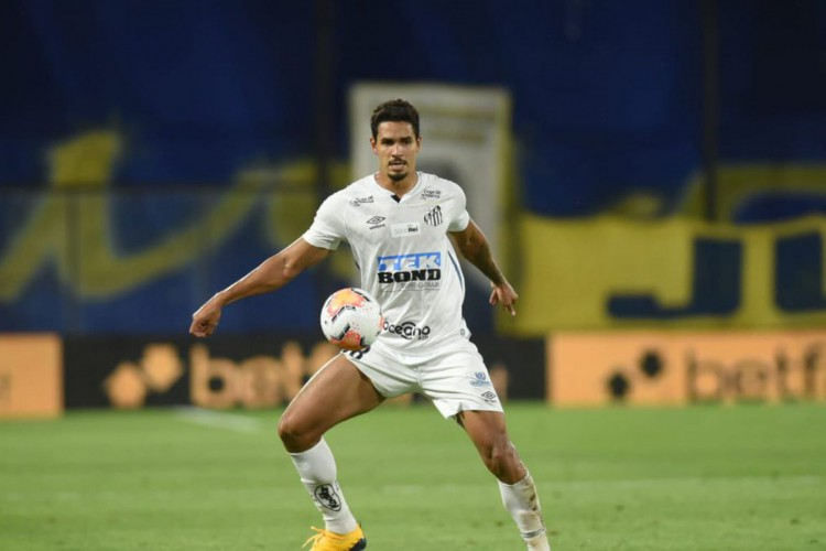 Santos anuncia venda do zagueiro Lucas Veríssimo para o Benfica (Foto: )