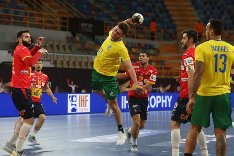 Mesmo desfalcado, Brasil estreia com empate no Mundial de Handebol (Foto: )