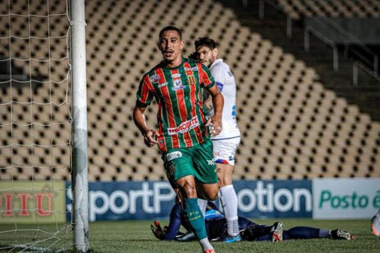 Série B: Sampaio Corrêa vence Paraná e ainda sonha com acesso (Foto: )
