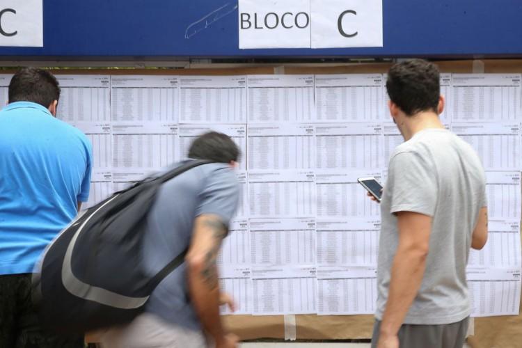 Candidatos fazem provas do Enem neste domingo na União Pioneira de Integração Social  na Aasa Sul (Foto: Marcello Casal JrAgência Brasil)