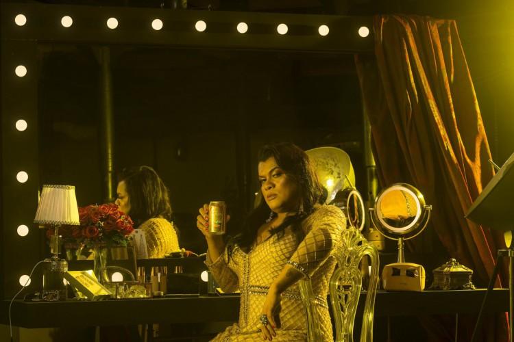 Artista Sangalo Schneider, ex-integrante do reality show Glitter e concede entrevista exclusiva ao O POVO após participar de propaganda da cerveja Legítima (Foto: Roberto Kennedy / Bando Propaganda)