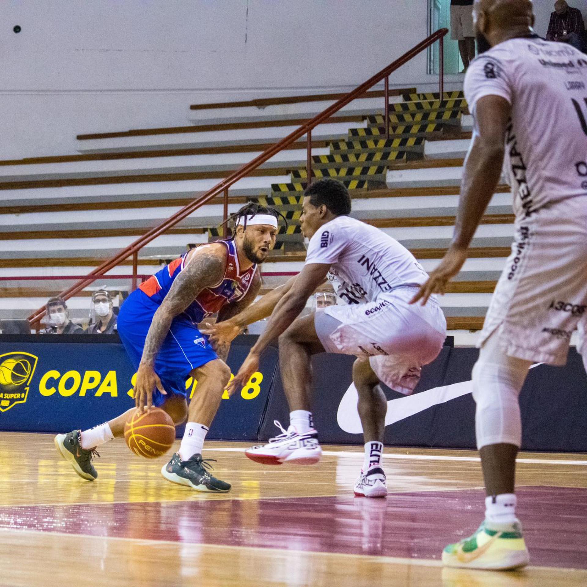 O Fortaleza Basquete Cearense perdeu para o Bauru e foi eliminado da Copa Super 8 do NBB