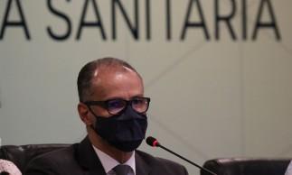 O diretor-presidente da Agência Nacional de Vigilância Sanitária, ANVISA, Antonio Barra Torres, realiza entrevista coletiva para falar sobre a interrupção dos estudos da vacina Coronavac.