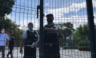 Portões fechados na Universidade Estadual do Ceará (Uece) para início da prova do Enem