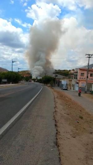 Incêndio em capineira em Quixeramobim é confundido com queda de avião (Foto: (FOTO: Via WhatsApp))