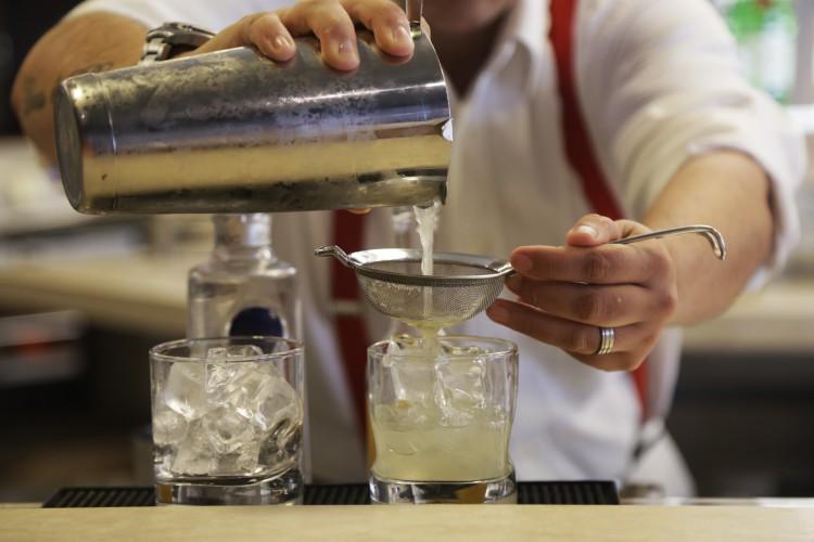 A Diageo ainda mantém no Ceará programas de responsabilidade social, como o de capacitação para bartenders. (Foto: Divulgação)